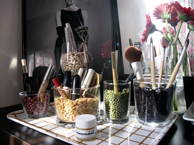 Decorative Dressing Table ~ Organise cosmetics in glass jars coffee beans jewelpie