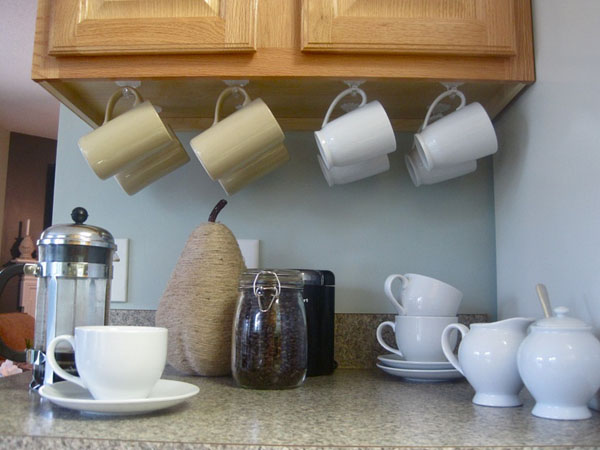 10 ideas to save space in the kitchen jewelpie for Ikea coffee cup holder