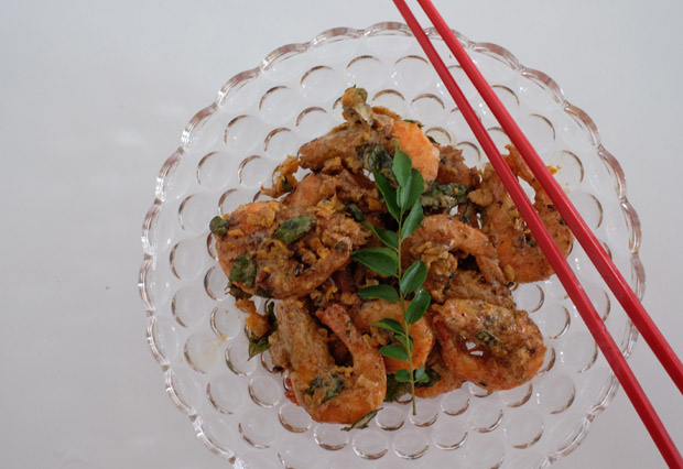 RECIPE: Super Crispy Salted Egg Prawns for Chinese New Year