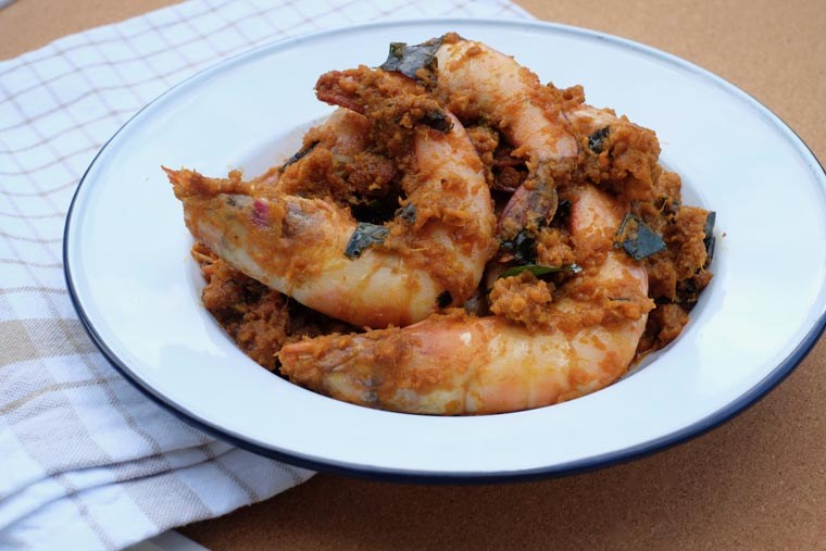 RECIPE: Easy Dry Prawn Curry - 7 Ingredients